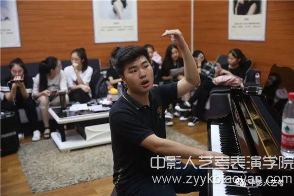 声乐培训班训练课堂